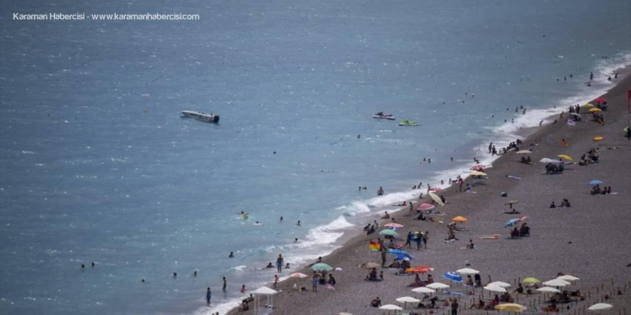 Antalya'da Sıcaktan Bunalanların İmdadına Deniz Yetişiyor