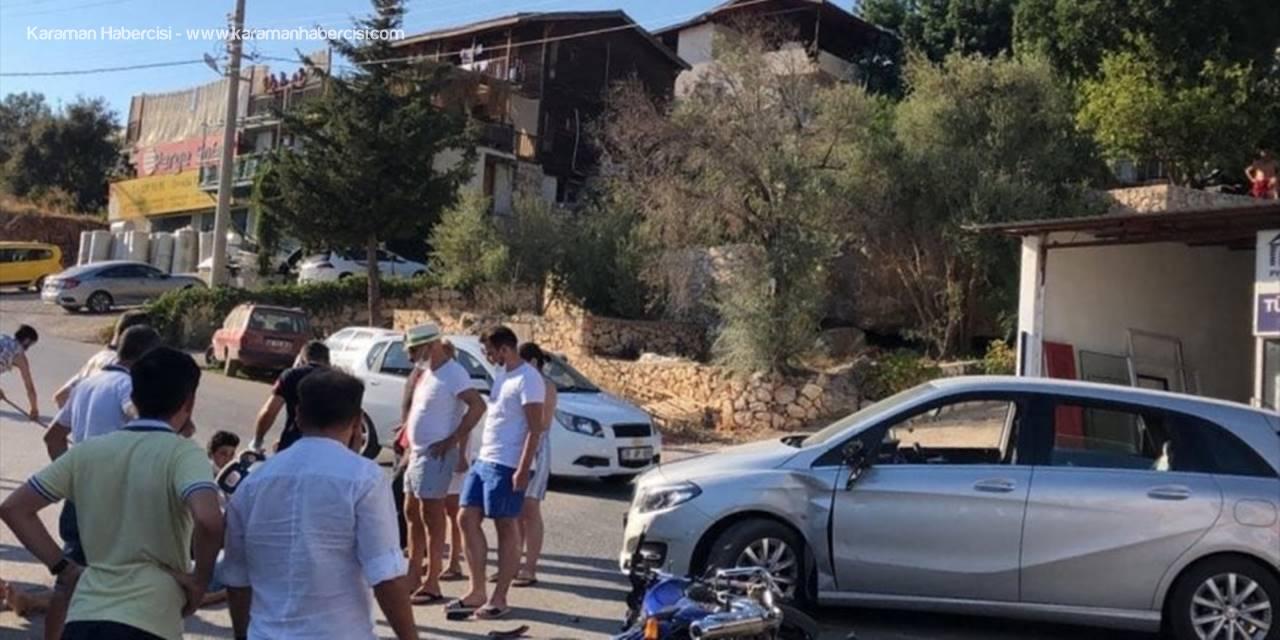 Antalya'da Otomobil İle Motosiklet Çarpıştı: 2 Yaralı