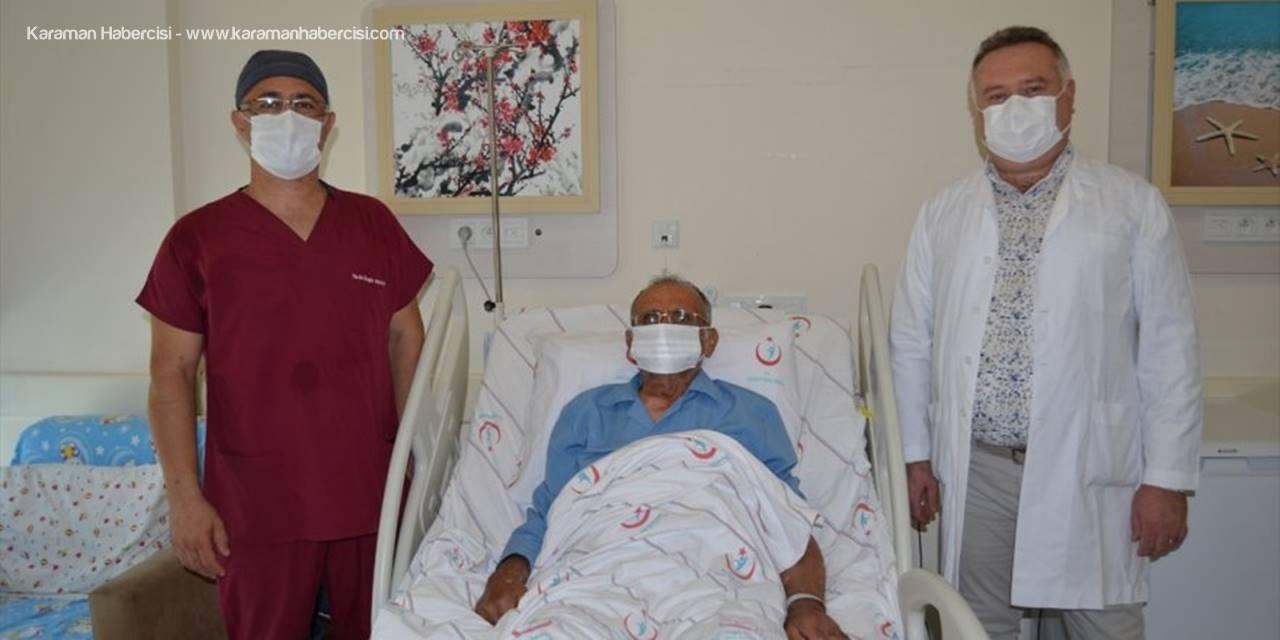 Tümörlü Akciğer Operasyonla Temizlendikten Sonra Yerine Nakledildi