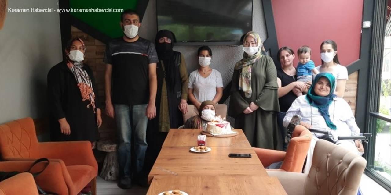 Antalya'da Kemik Erimesi Hastası Kadına Sürpriz Doğum Günü Kutlaması