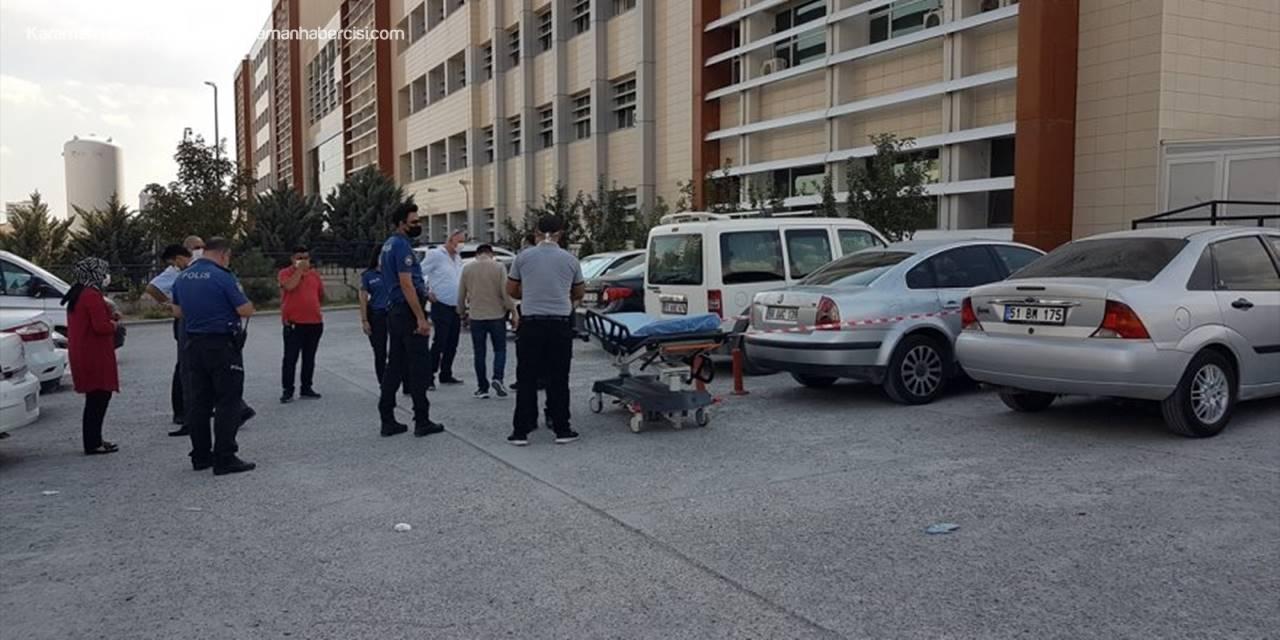 Niğde'de Bir Kişi Hastane Otoparkında Otomobilde Ölü Bulundu
