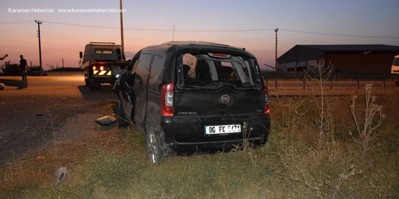 Konya'da Takla Atan Hafif Ticari Aracın Sürücüsü Ağır Yaralandı