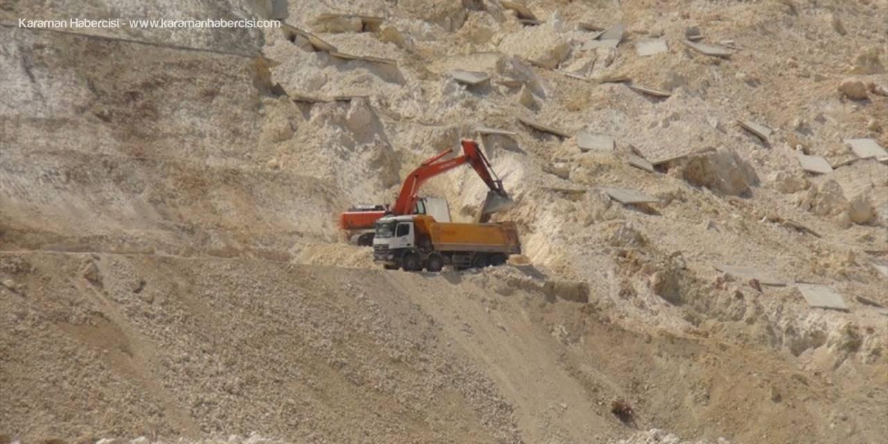 Mersin'de Heyelan Nedeniyle Kapanan Yolda Çalışmalar Başladı