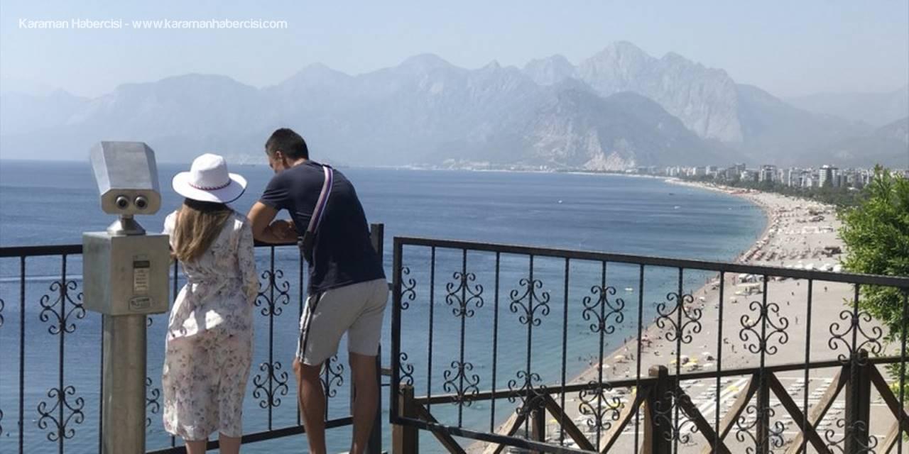 Antalya Sahillerinde Yoğunluk