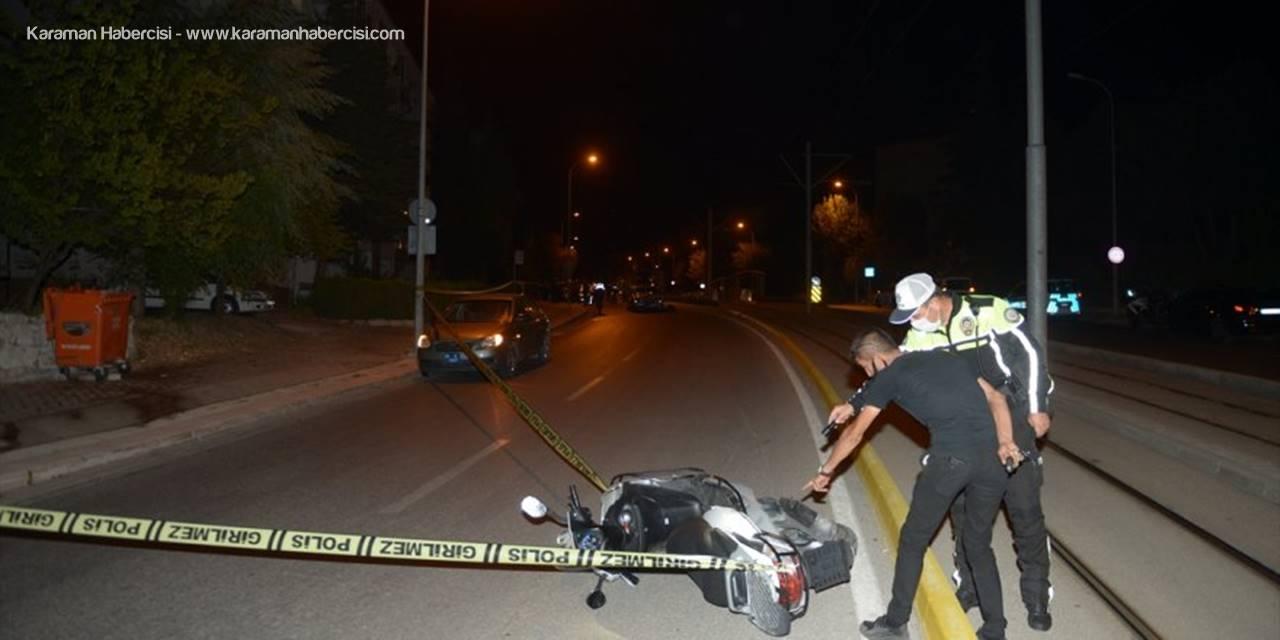 Eskişehir'de Otomobil İle Motosikletin Çarpıştığı Kazada Polis Memuru Yaralandı