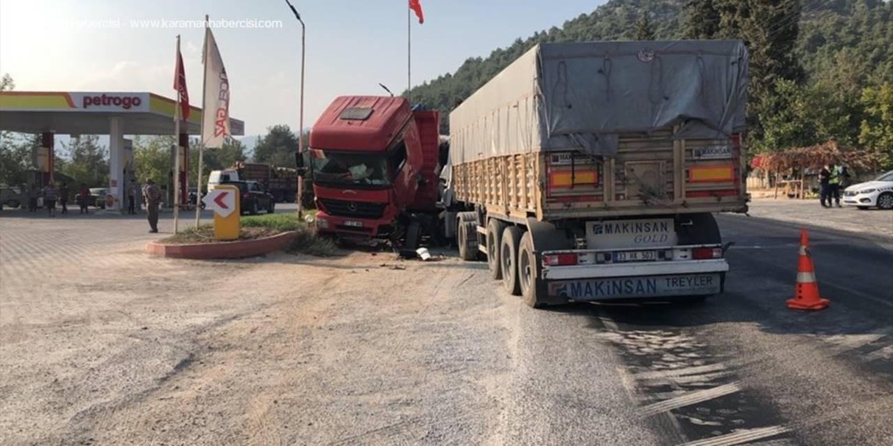 Mersin'de Park Halindeki Kamyona Çarpan Tırın Sürücüsü Hayatını Kaybetti