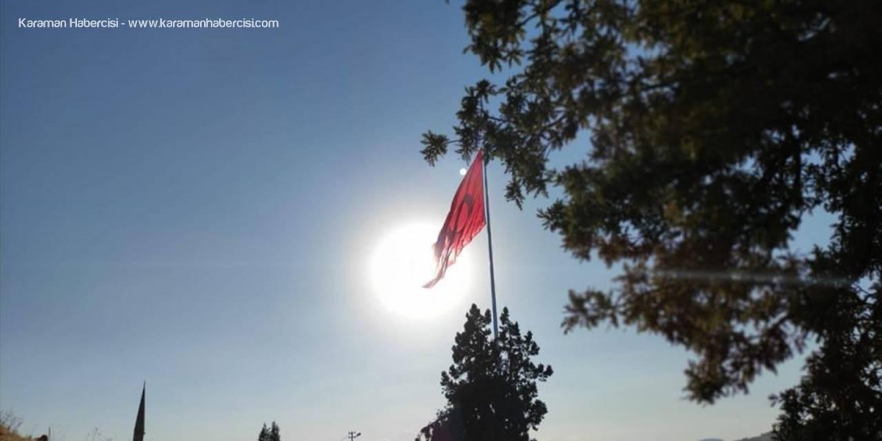 Bozkır Yelbeği Mahallesinde Dev Türk Bayrağı Dikkat Çekiyor