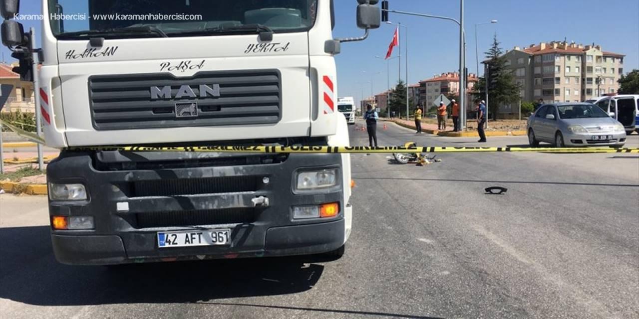 Konya'da Tırın Çarptığı Motosikletteki Çocuk Öldü, Annesi Yaralandı