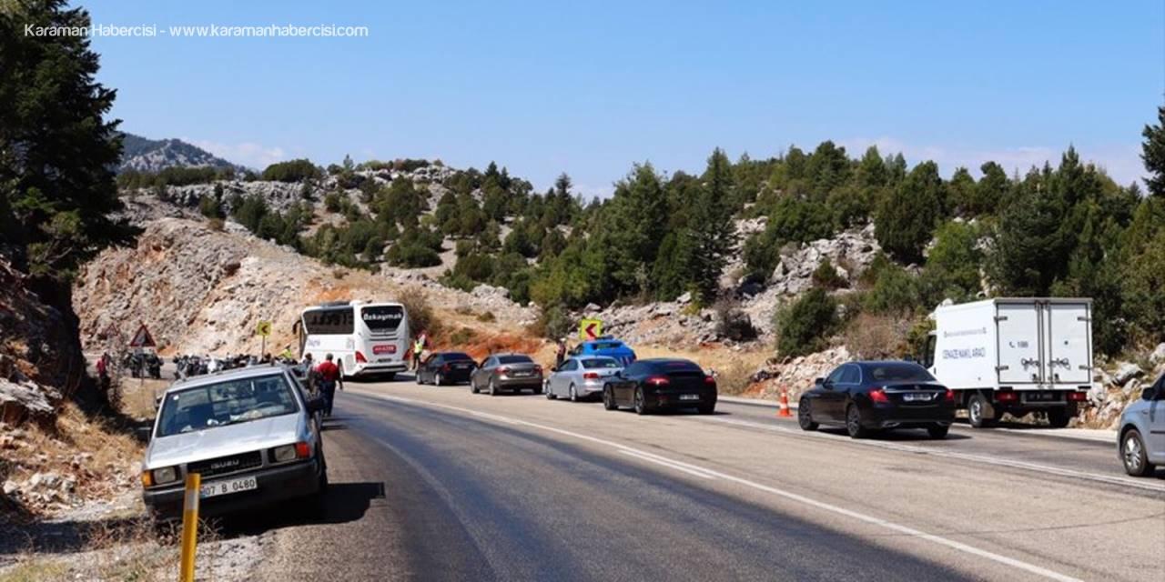 Antalya'da Otomobille Çarpışan Motosikletin Sürücüsü Öldü