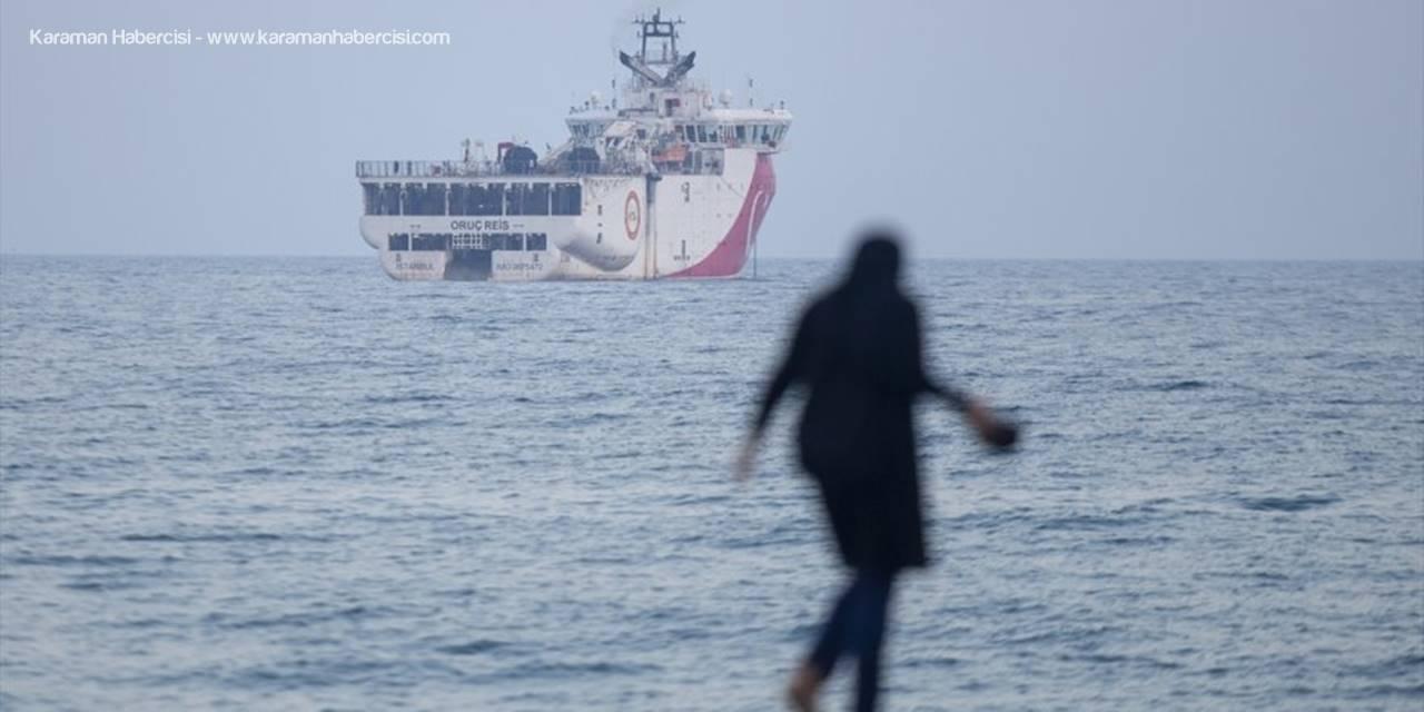Antalya Polisi, Sismik Araştırma Gemisi Oruç Reis'i Selamladı