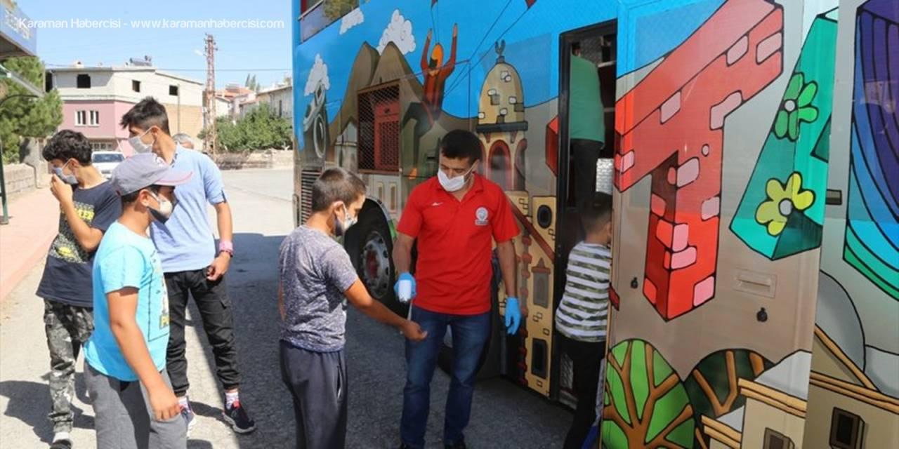 Kayseri'de Tarlada Çalışan Çocuklara Üstü Açık Tur Otobüsü Gezisi