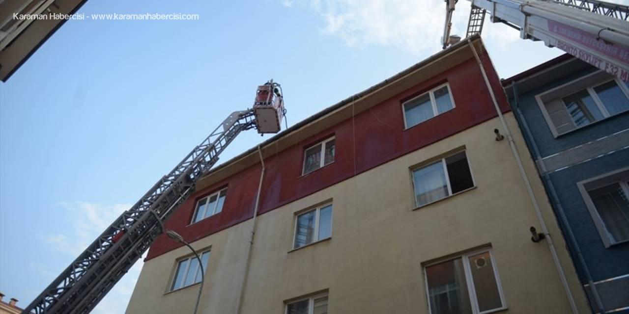 Eskişehir'de Bir Apartmanın Çatısında Çıkan Yangın Söndürüldü