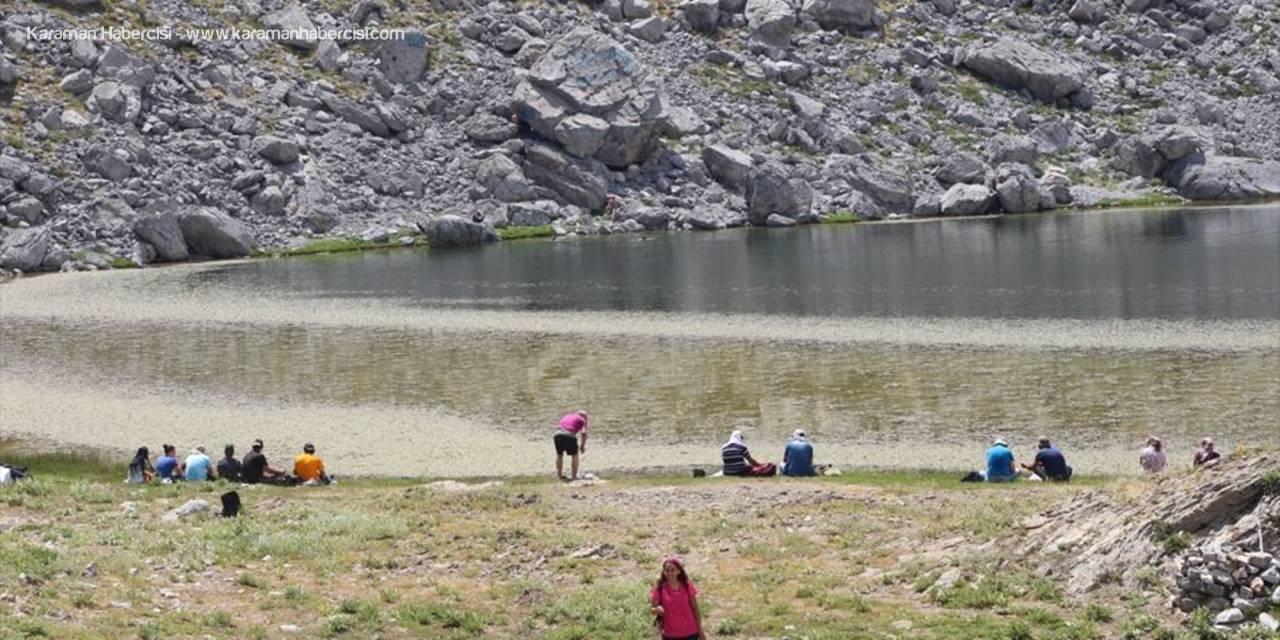 Anamas Dağı'ndaki Krater Gölü, Doğaseverler İle Trekking Tutkunlarının İlgisini Çekiyor