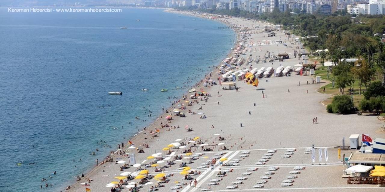 Antalya'da Sıcaktan Bunalan Tatilciler, Sahillerde Yoğunluk Oluşturdu