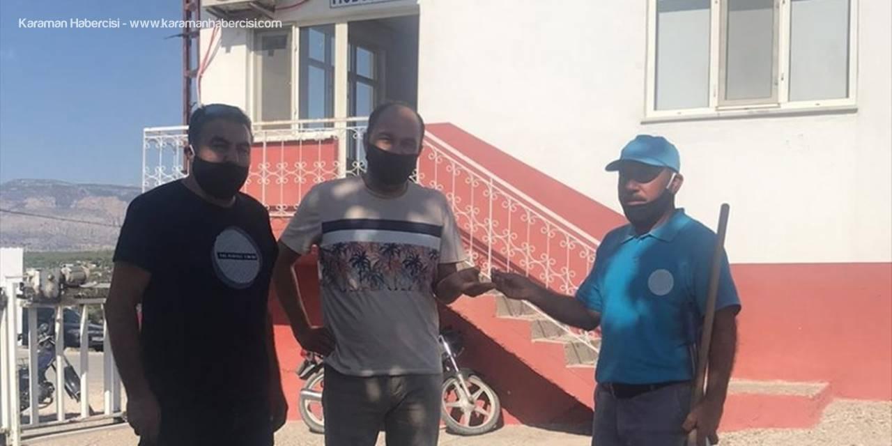 Belediyede Temizlik İşçisi Yolda Bulduğu Altın Küpeyi Sahibine Teslim Etti