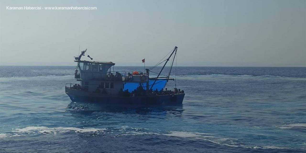 Mersin'de Balıkçı Teknesinde 90 Düzensiz Göçmen Yakalandı