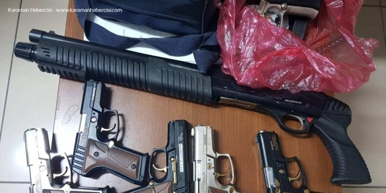 Konya'da Otomobilde Yapılan Aramada 6 Tabanca Ve Pompalı Tüfek Bulundu