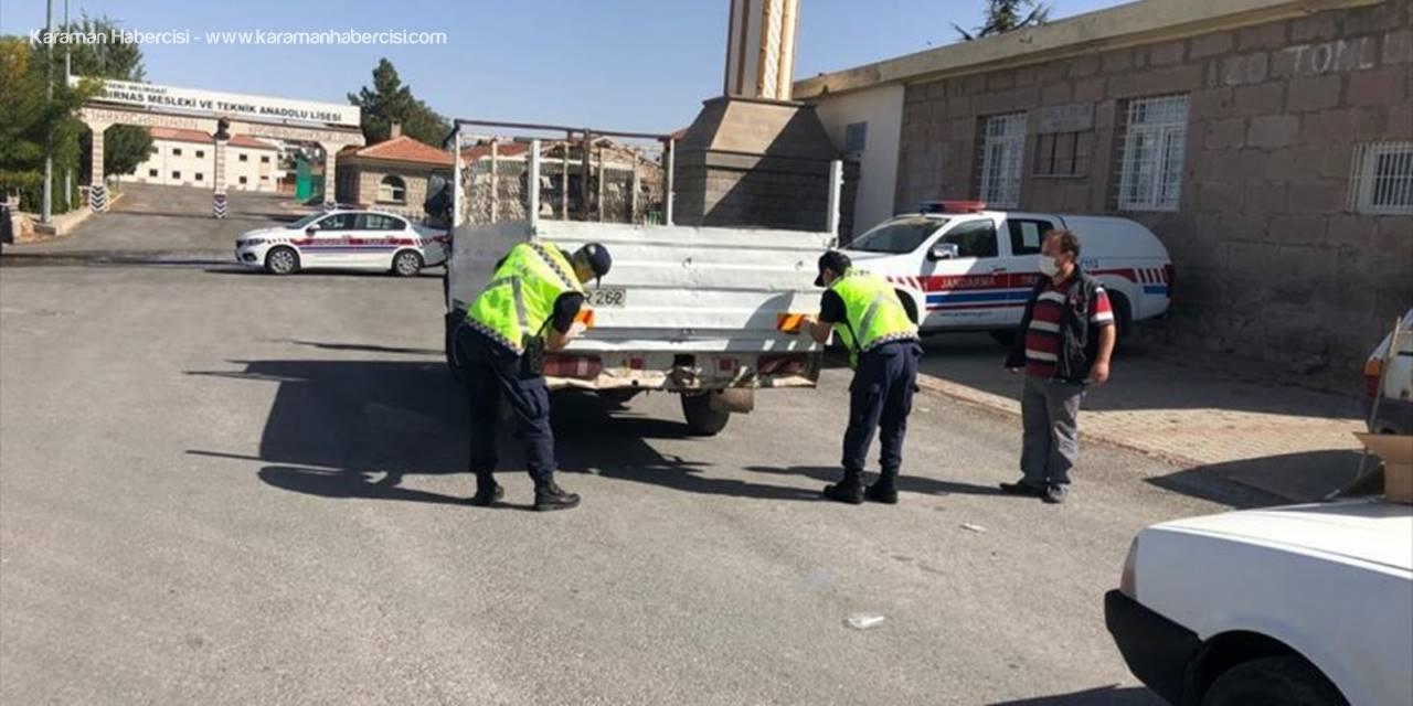 Jandarma Traktör Kazalarını Önlemek İçin Reflektör Dağıttı