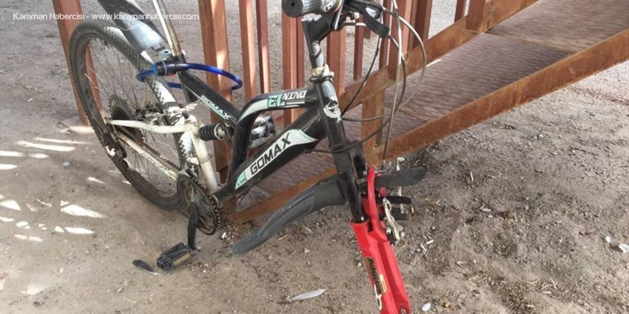 Aksaray'da Bisiklet Tekeri Hırsızlığı Güvenlik Kamerasına Yansıdı