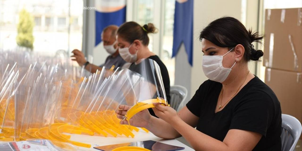 Muratpaşa'da Siperlikli Maske Üretimine Yeniden Başlandı