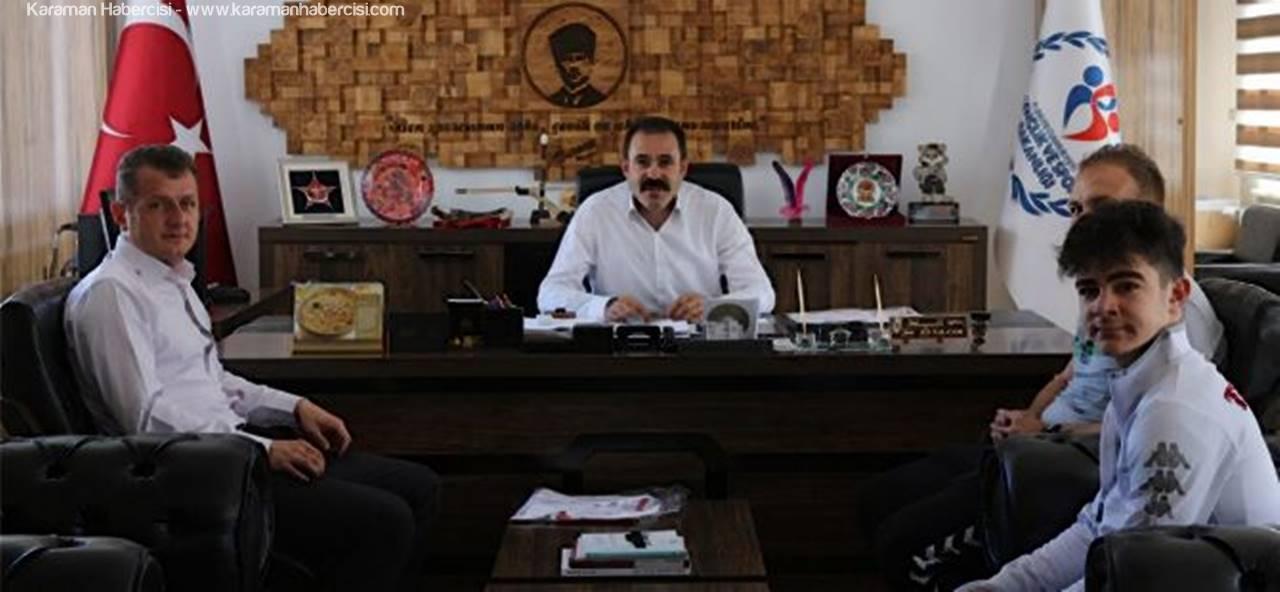 Balkan Üçüncüsü Enes, İl Müdürü Kısacık'ı Ziyaret Etti