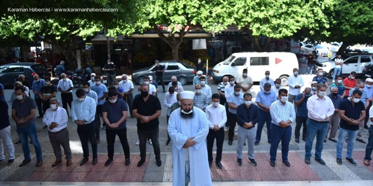 Ermenistan'ın Saldırısında Ölen Azerbaycanlı Siviller İçin Gıyabi Cenaze Namazı Kılındı