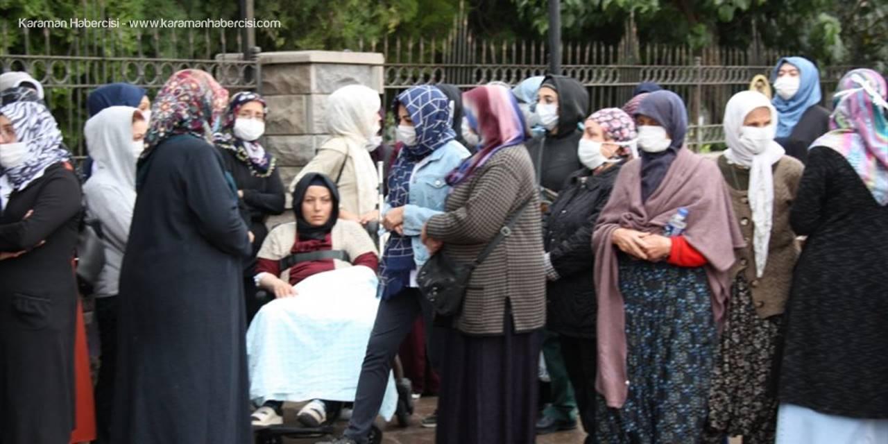 Konya'da Kaldırımda Yürürken Otomobilin Çarptığı Baba Ve Oğlunun Cenazesi Toprağa Verildi