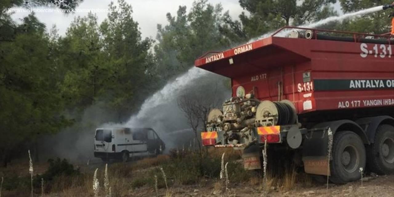 Manavgat'ta Park Halindeki Kamyonet Yandı