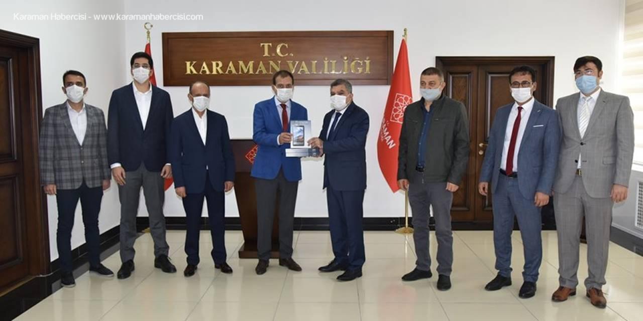 Karaman'da İş İnsanları Öğrencilere Tablet Hediye Etti