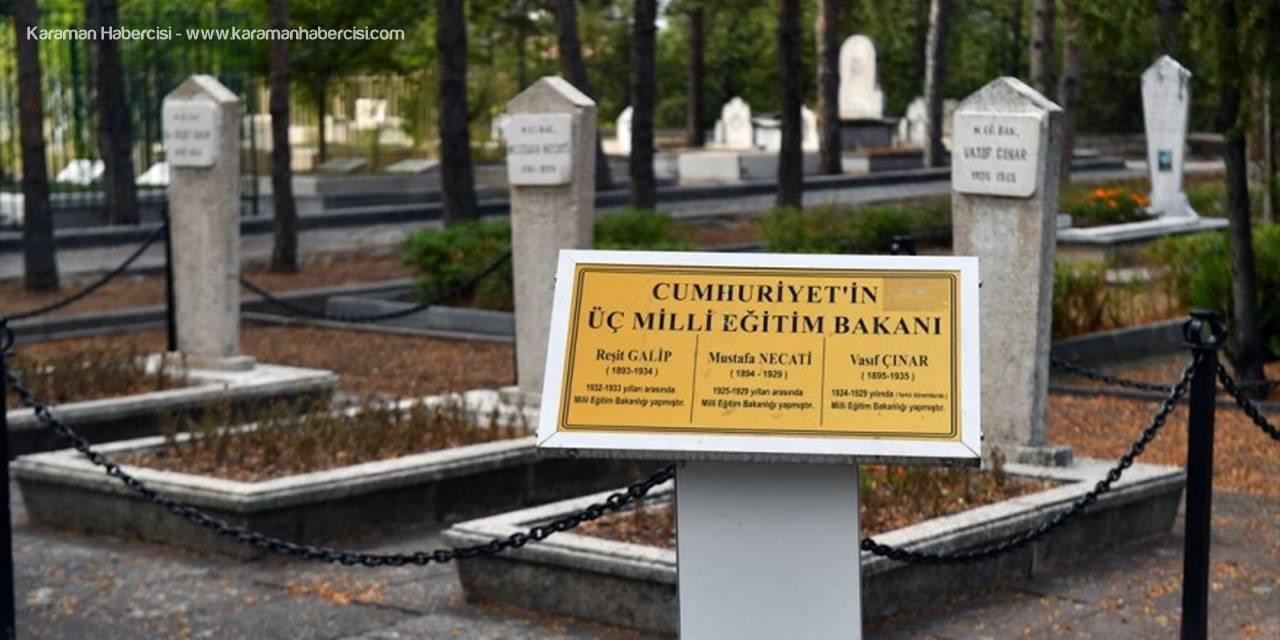 Ankara Büyükşehir Belediyesi Devlet Büyüklerinin Mezar Taşlarını Yeniliyor