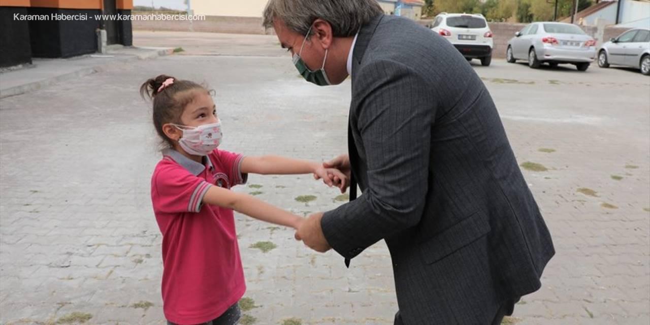 Vali Aydoğdu İkinci Sınıfa Giden Berra Özdemir'i, Verdiği Sözü Tutarak Okulda Ziyaret Etti
