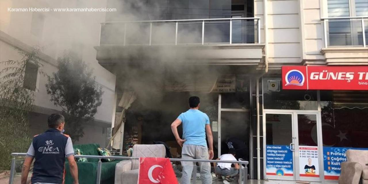 Aksaray'da Mobilya Mağazasında Yangın Çıktı