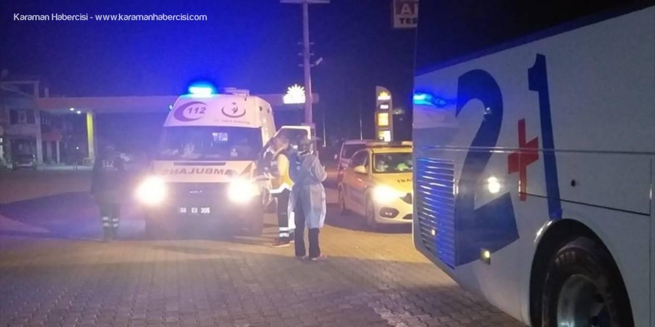 Karantina İhlali Yapan Şoför Aksaray'da Otobüsten Alınıp Ambulansa Konuldu
