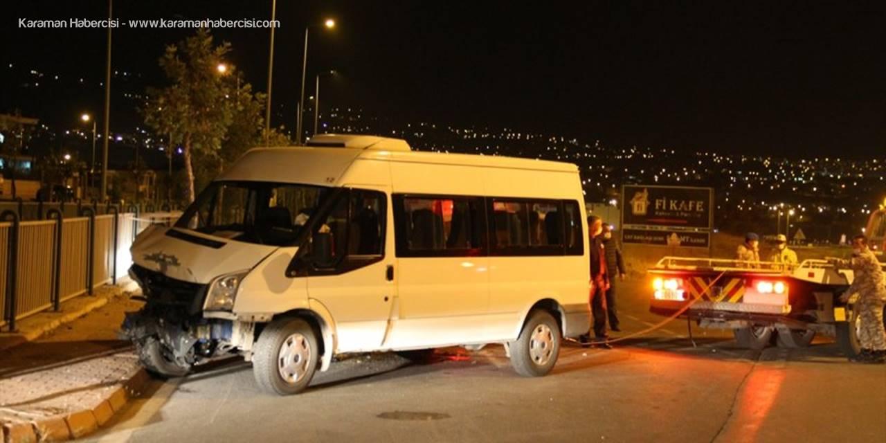 Kayseri'de Servis Minibüsü İle Otomobil Çarpıştı 6'sı Asker 8 Kişi Yaralandı