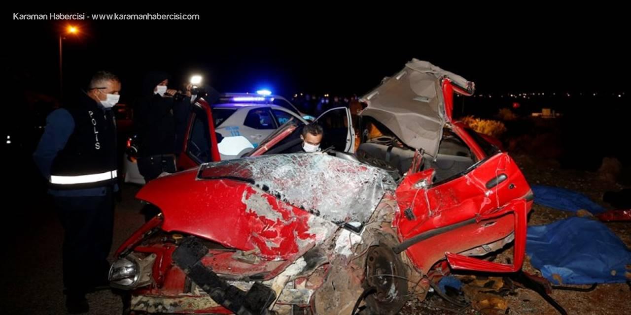 Antalyada Otomobille Kamyon Çarpıştı: 2 Ölü