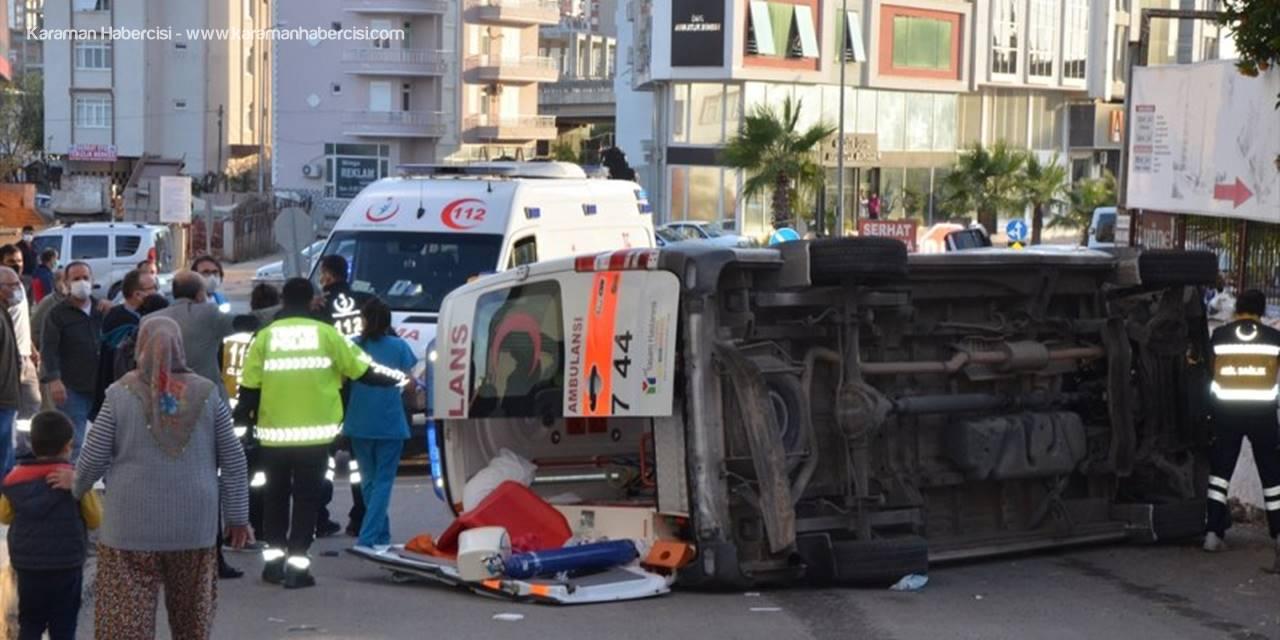 Antalya'da Ambulans İle Cip Çarpıştı: 1 Yaralı