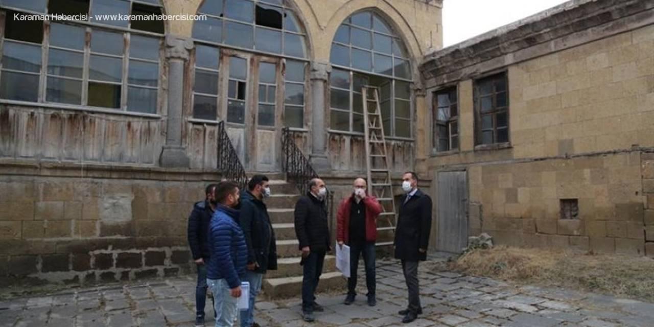 Niğde Belediyesi Tarihi Kadıoğlu Konağı'nda Restorasyon Çalışmalarını Başlattı