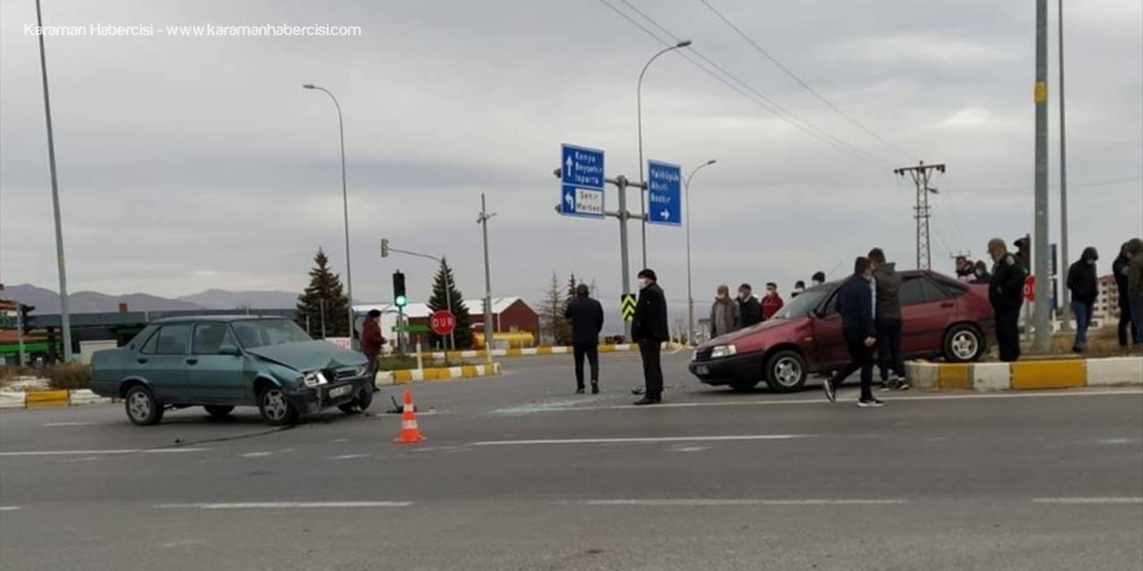 Konya'da İki Otomobil Çarpıştı 2 Kişi Yaralandı