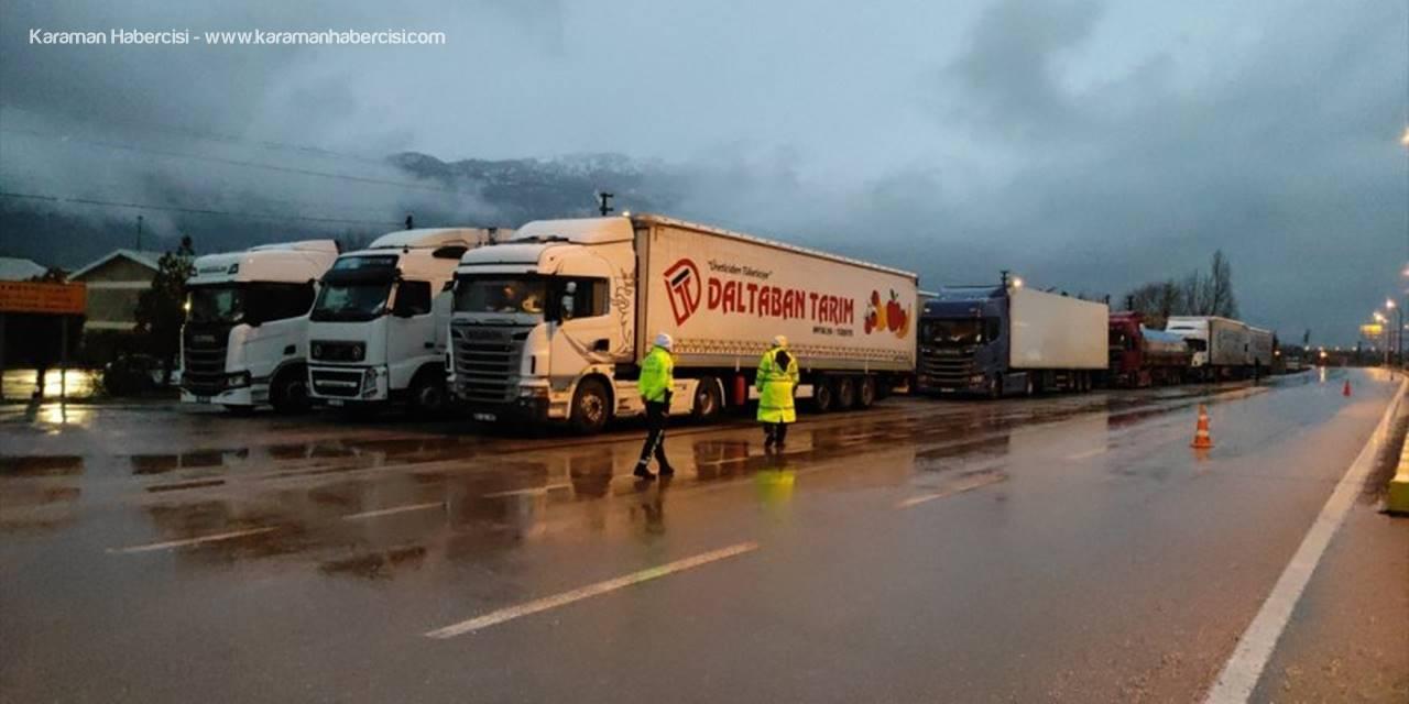 Konya'da Kar Yağışı Ulaşımda Aksamalara Neden Oluyor