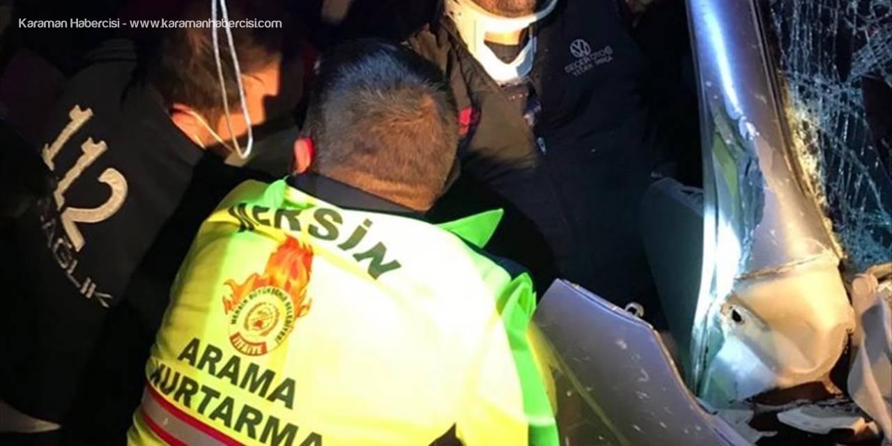 Mersin'de Otomobil Elektrik Direğine Çarptı 5 Kişi Yaralandı