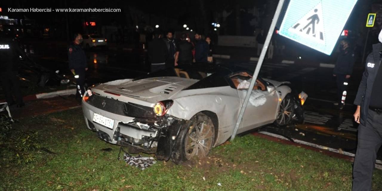 Antalya'da Ağaca Çarpan Otomobildeki 2 Kişi Yaralandı
