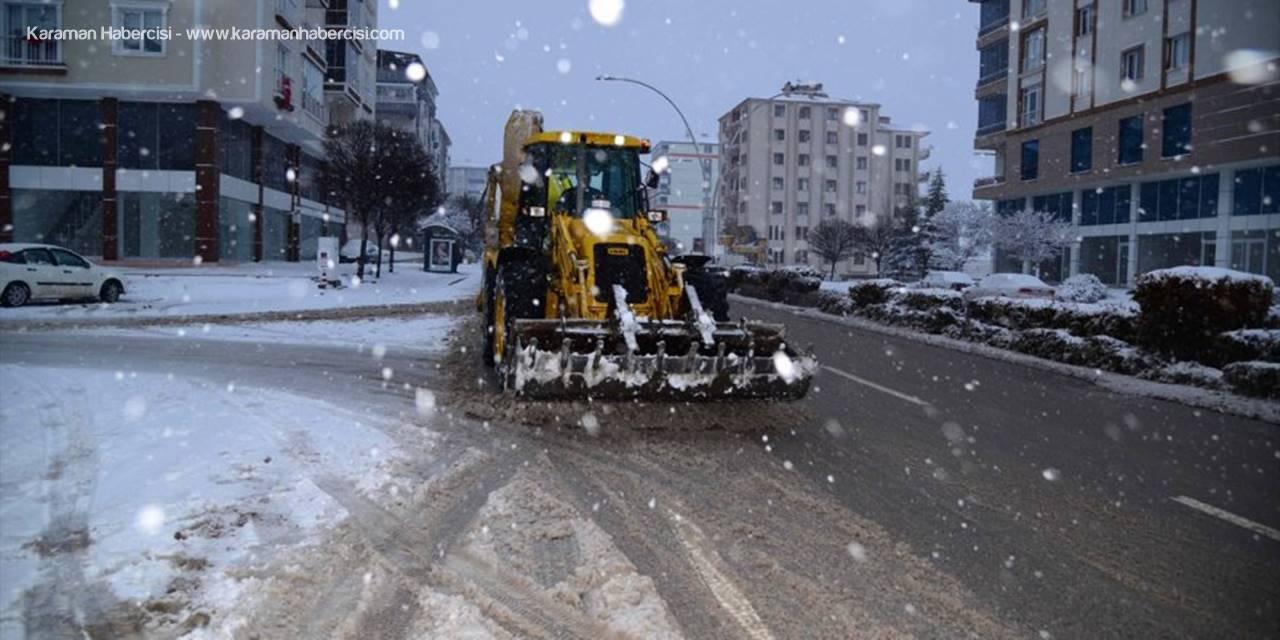 Kahramankazan'da Karla Mücadele Çalışmaları Sürüyor