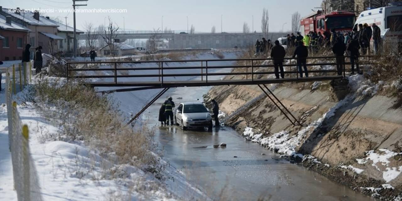 Eskişehir'de Kayganlaşan Yolda Kontrolden Çıkan Otomobil Sulama Kanalına Düştü