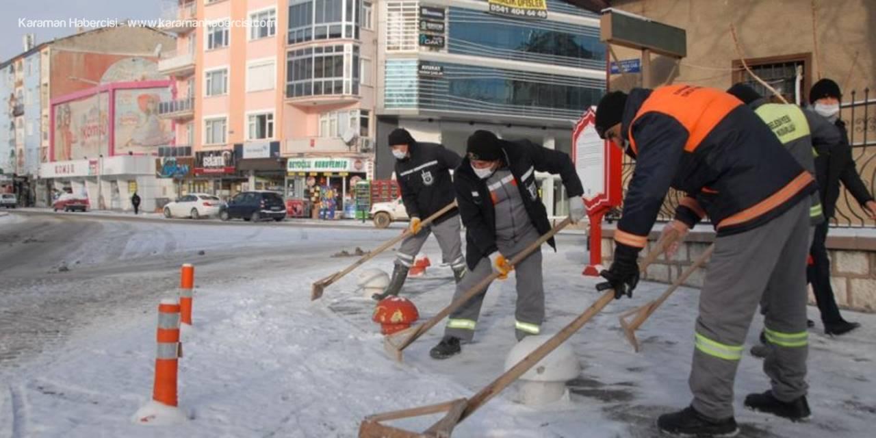 Karaman'da Karla Birlikte Ekiplerin Mesaisi Başladı