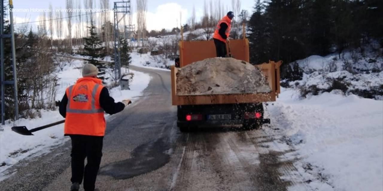 Mersin'in Yüksek Kesimlerinde Buzlanma Nedeniyle Mahsur Kalan 6 Araç Kurtarıldı