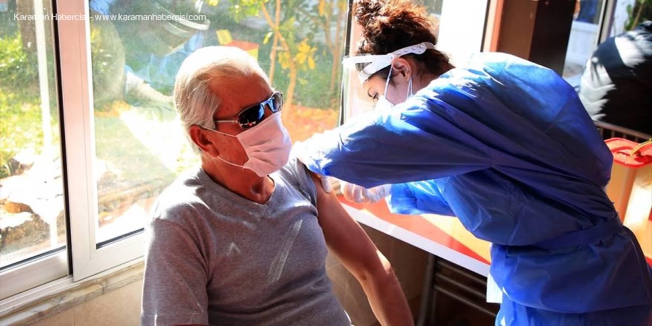 Mersin'de Huzurevleri Ve Bakımevleri Sakinleri İle Personeline Kovid-19 Aşısı Yapılıyor