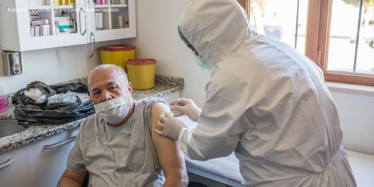 Antalya'da Huzurevlerinde Kovid-19 Aşısı Uygulamasına Devam Edildi