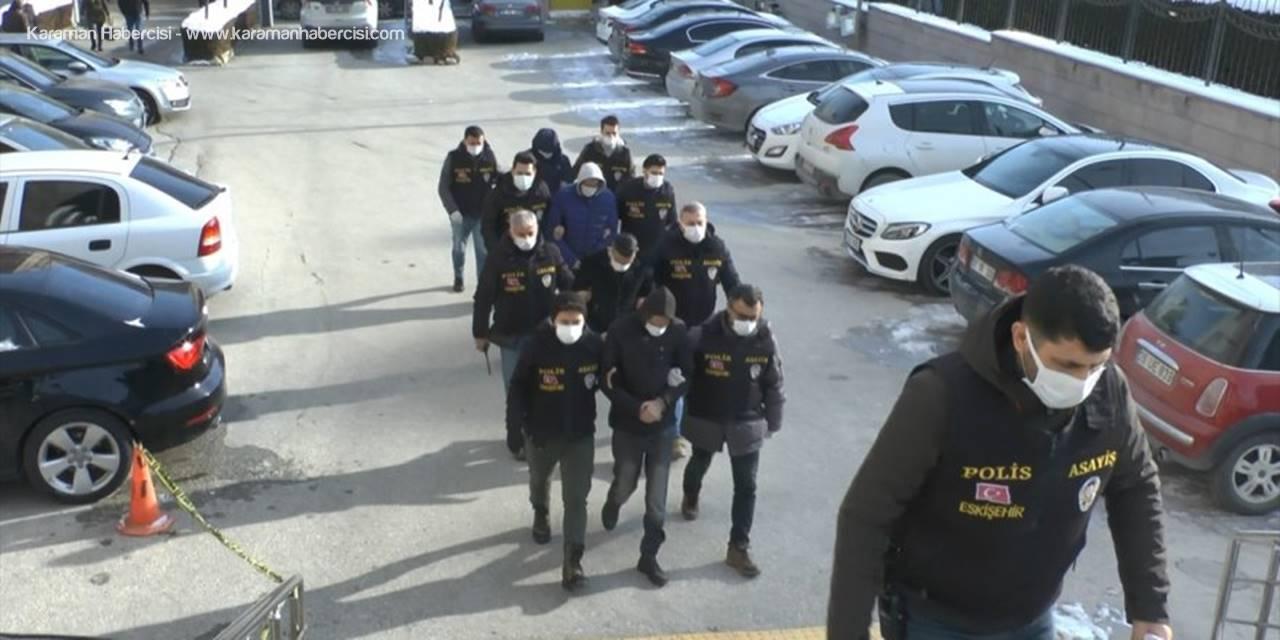 Eskişehir'de Sahte Şirket Kurarak Devleti Zarara Uğrattıkları İddiasıyla Yakalanan 4 Zanlı Adliyede