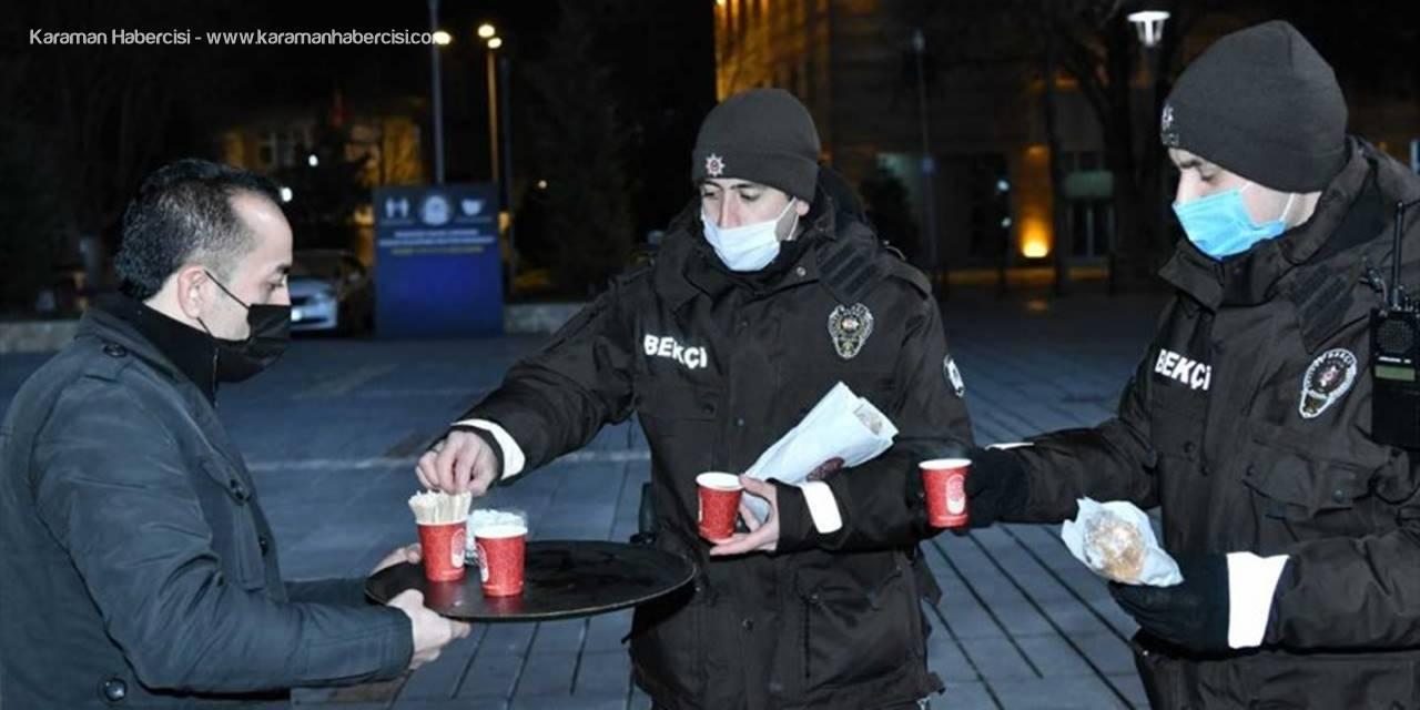 Kayseri Büyükşehir Belediyesi, Kısıtlamada Görevli Ekiplere Çay Ve Sandviç İkram Etti