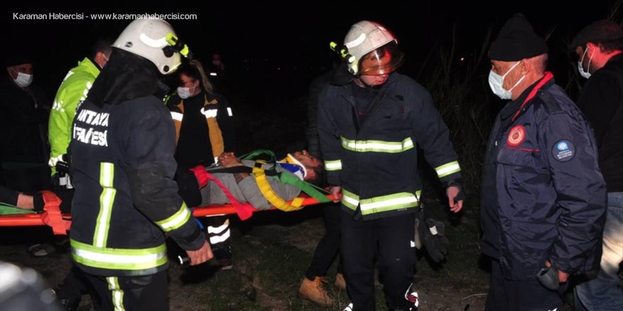 Antalya'da Kanala Düşen Kamyonetin Sürücüsü Yaralandı